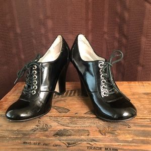 Steve Madden Blk Patent Leather Lace Up High Heels